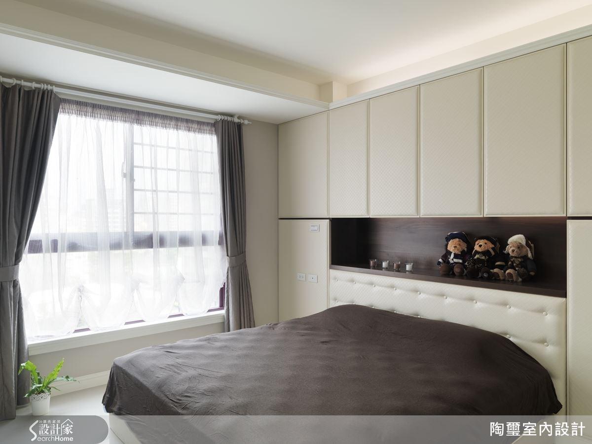 主臥室結合了更衣室與衛浴設計,完整滿足日常起居機能。
