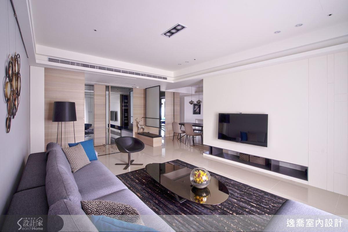 潔淨色調與順暢的動線組合,空間十分符合屋主的期待。