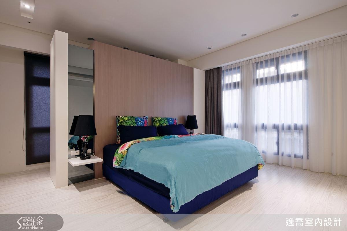 沒有繁複的線條與裝飾,簡單的主臥房設計十分符合女屋主的喜好,