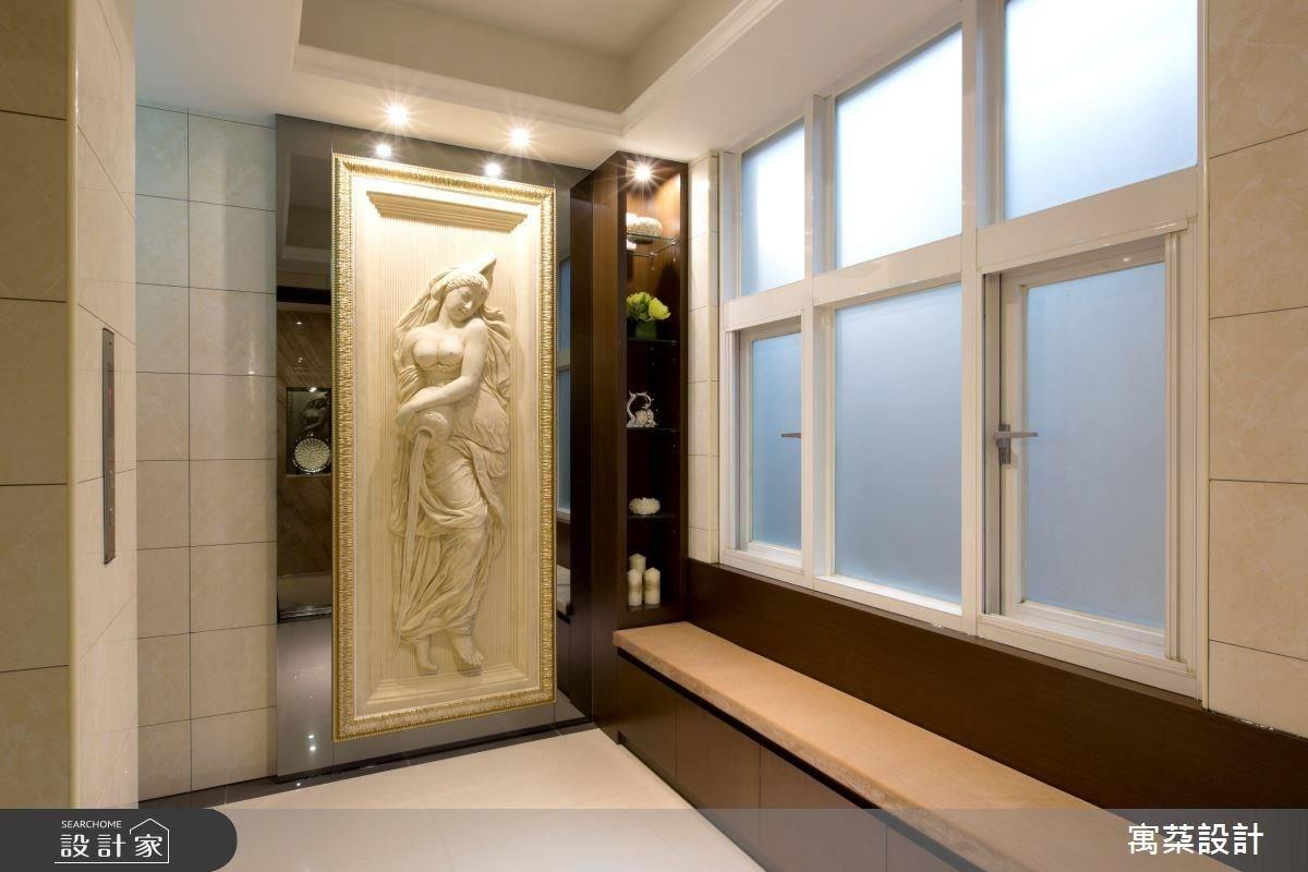 為迎合女屋主喜歡的歐式古典風格,玄關特別配置從歐洲訂製的希臘女神雕像,從入門處即昭告屋主的美感品味。
