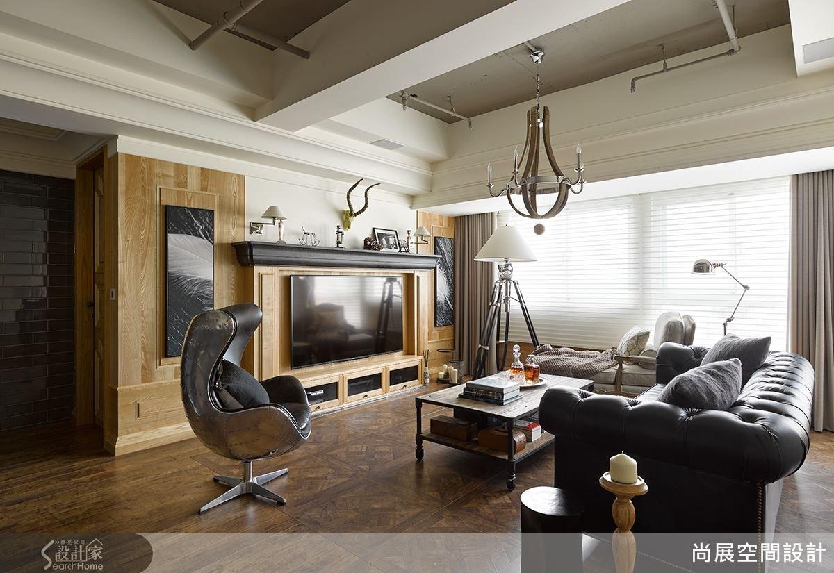 客廳的設計主題為美式風格,以設計單椅作視覺上的焦點,並將音響嵌入牆面,再以現代風格畫作去裝飾,為系統整合項目之一。
