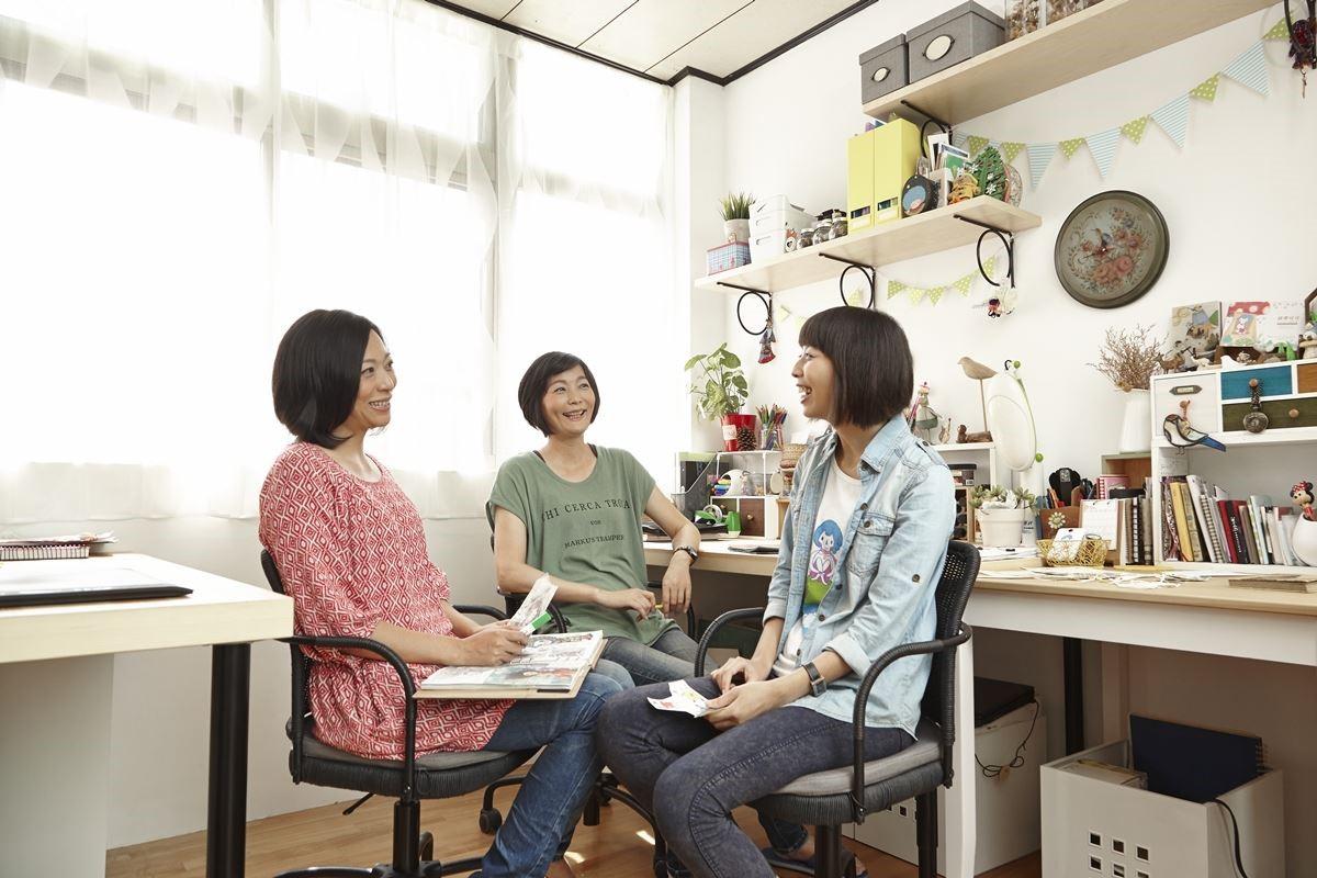 搭配家具家飾:TORNLIDEN 桌面、GREGOR 旋轉椅、EKBY層板、VARIERA 儲物盒、IVAR 層架組