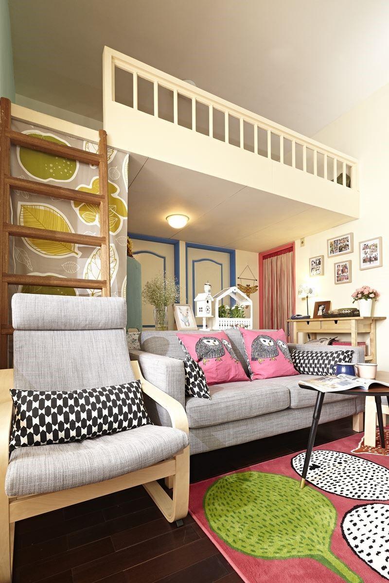 搭配家具家飾: KARLSTAD 雙人沙發、LÖVBACKEN, 邊桌、POÄNG 扶手椅、GULÖRT 短毛地毯、GULÖRT 貓頭鷹抱枕