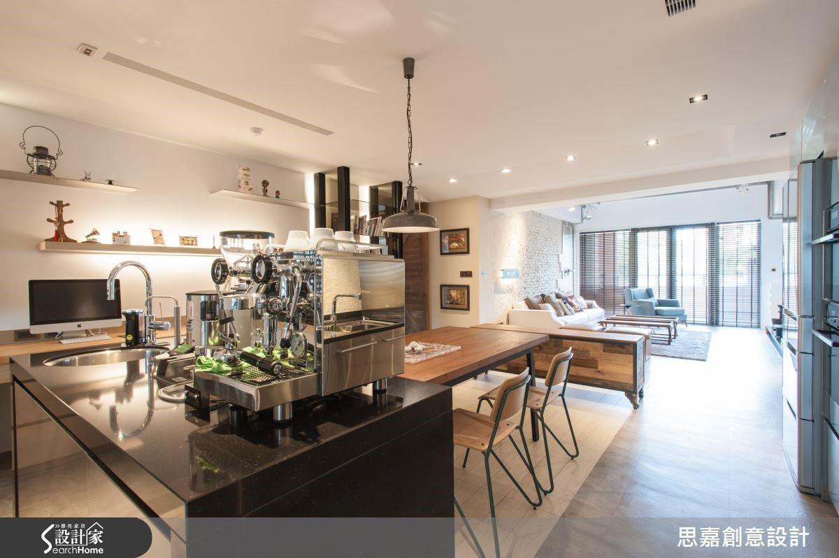 以中島的概念打造咖啡吧檯結合餐桌設計,一種隨性自在的生活情調就此展開。