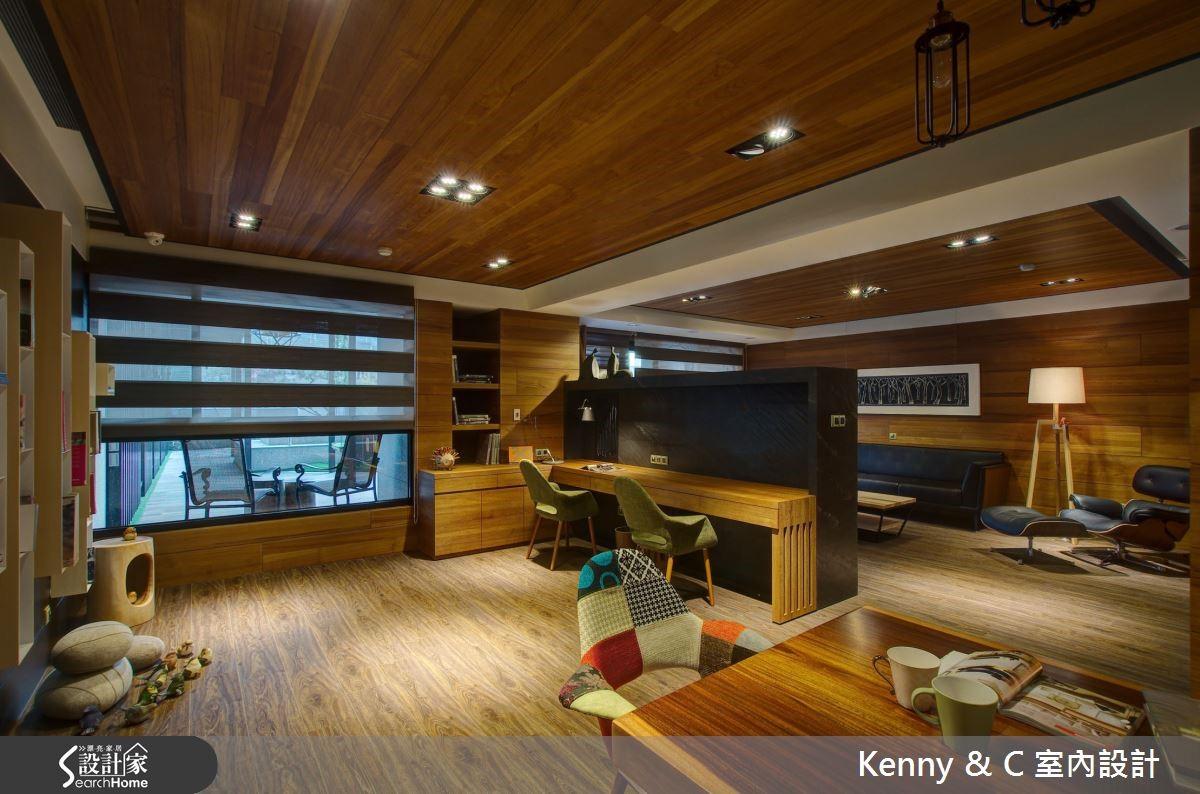 矮牆規劃賦予空間穿透性,電視牆後方為書桌加乘使用。