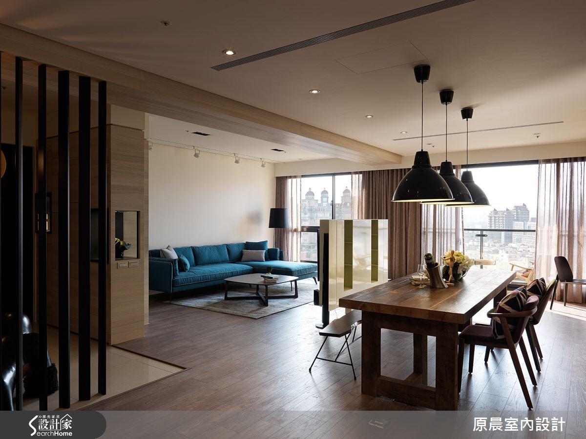 開放式的規劃空間,讓一家人一邊用餐也能與客廳的家人有良好的互動,拉近彼此的距離。