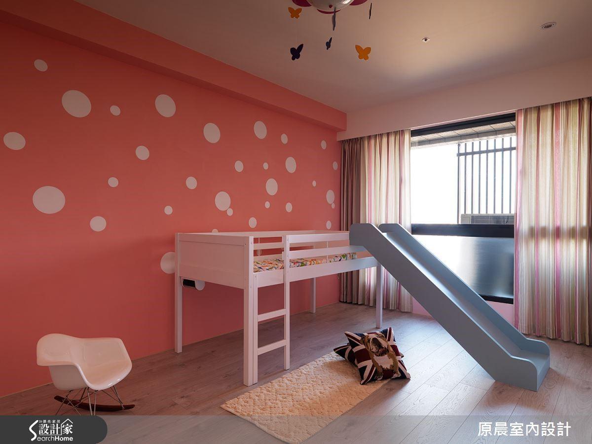 以繽紛的顏色規劃孩子的臥房兼遊戲間,以活潑的主題陪伴孩子長大。