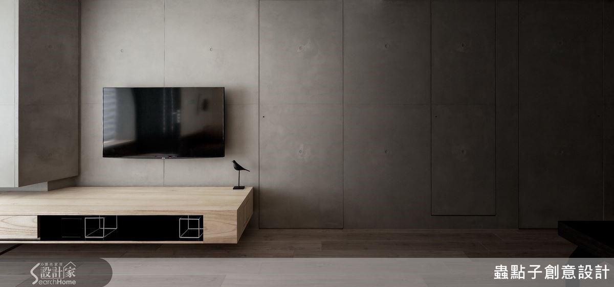 以清水模作為電視牆面的材質,乾淨且帶有人文的氣息,也藉由建材的切割面處理,將清水模的兩道門片隱藏於牆面中。