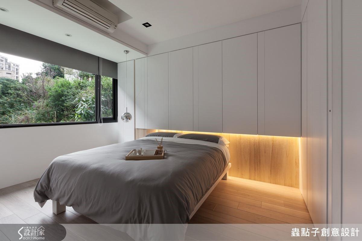 白色調為主的臥房空間讓人覺得舒服,床頭搭配特殊光源則呈現不一樣的風味。