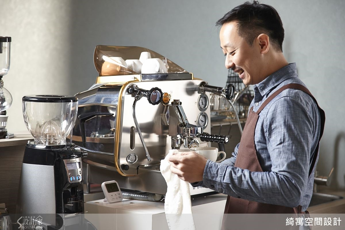 雖然對於經營咖啡廳很有興趣,但是張睿誠的原則是必須顧好本業,展現了標準的職人性格。