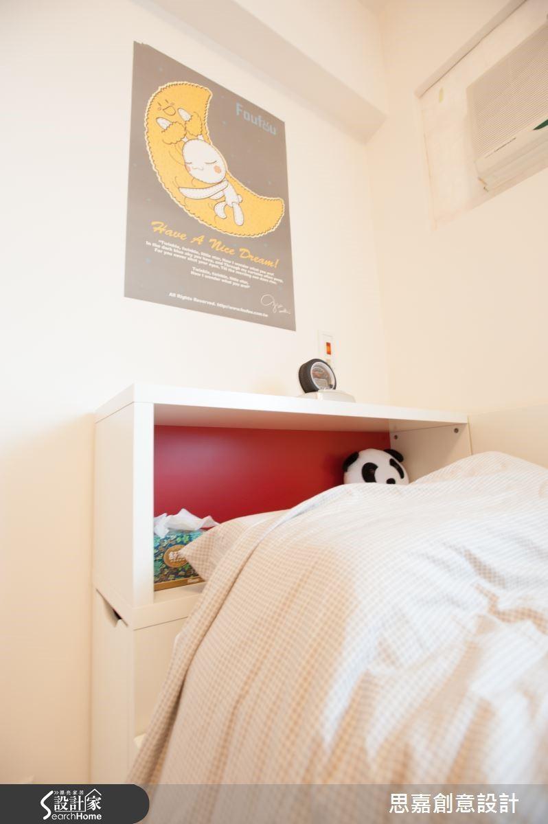 複合式機能的思考原理也適用於家具挑選。例如:圖中的臥室空間,Jerry 特地為屋主搭配了可伸縮使用的上下床舖設計,床頭亦兼具輕便的收納機能,讓空間使用向度更加靈活多變。