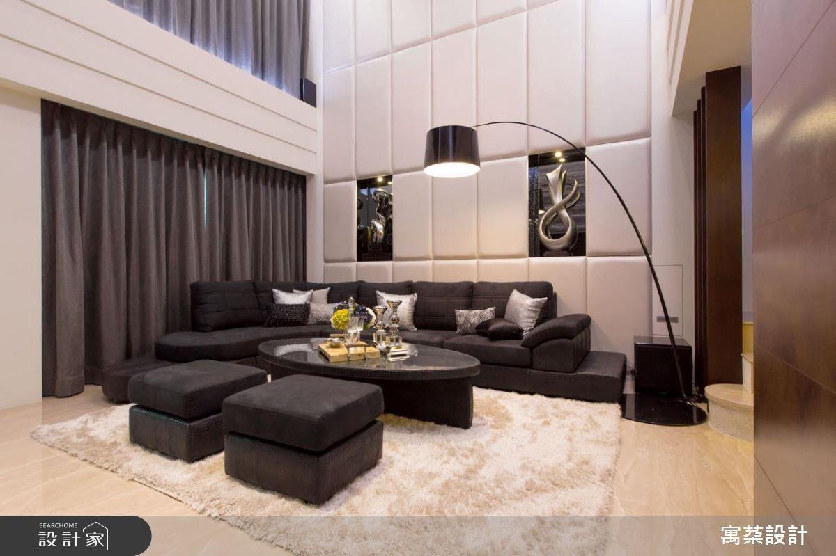 寓䒳設計師融入屋主日常生活的品味,並以超級跑車等級為前提,設計出嶄新的質感居家。
