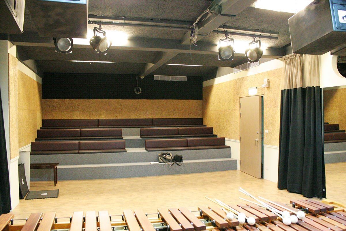 演奏廳使用 Mexin 美絲吸音板作為空間聲學主要材料,讓聲學效果優越。