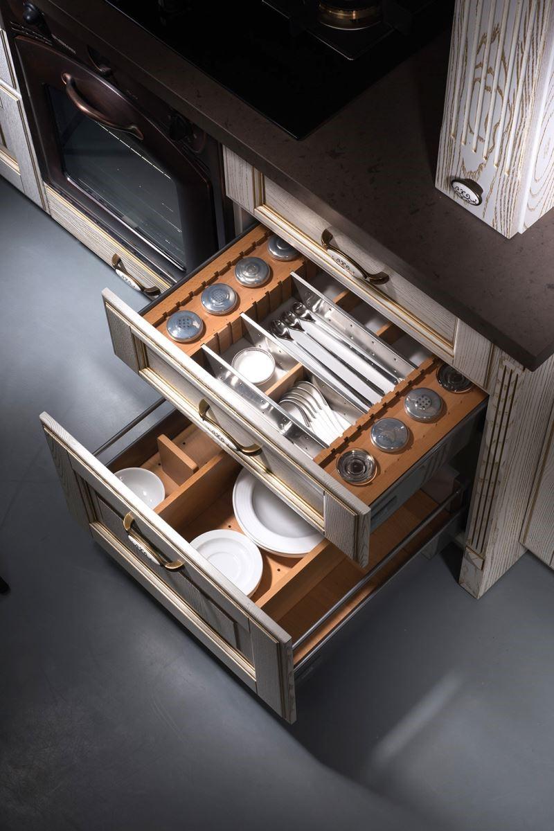 透過四十多年來的消費者研究與廚具設計經驗,規劃善用空間,分門別類,讓空間井然有序的強大收納機能。