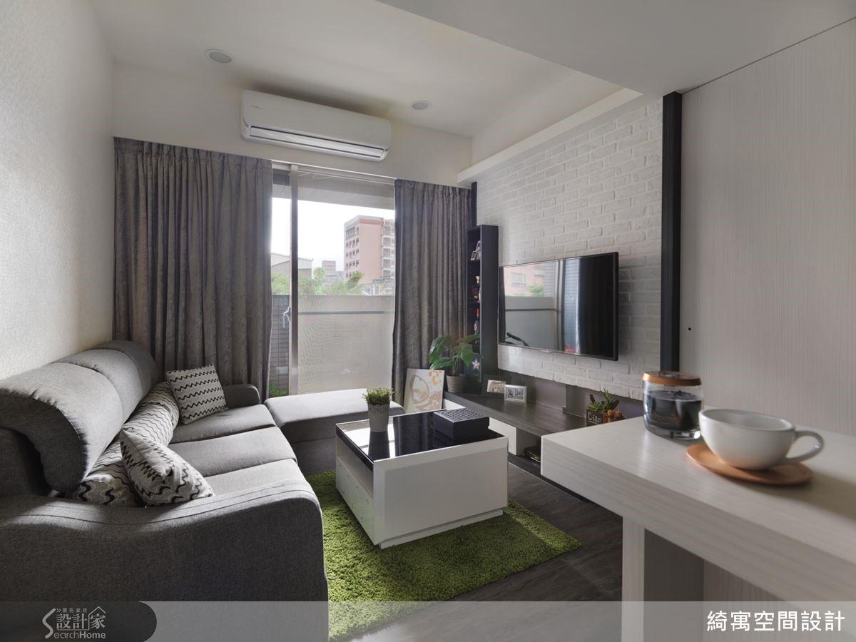 格局經過調整後,陽光不再被臥室所阻隔,而能更均勻地散布於空間裡。在暖洋洋的陽光下,讓夫妻倆的小窩更顯得舒適迷人。