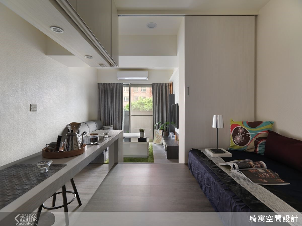 在這座精緻迷你的現代版和室裡,不論是休閒或用餐都很愜意。