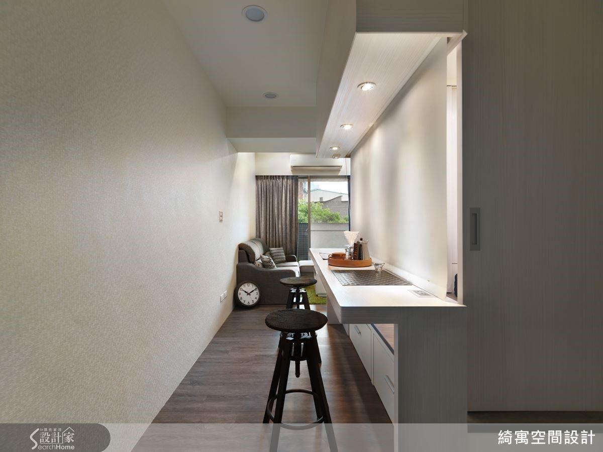 搭配隔廉與拉門,也可以成為獨立的客房或未來的小孩房。