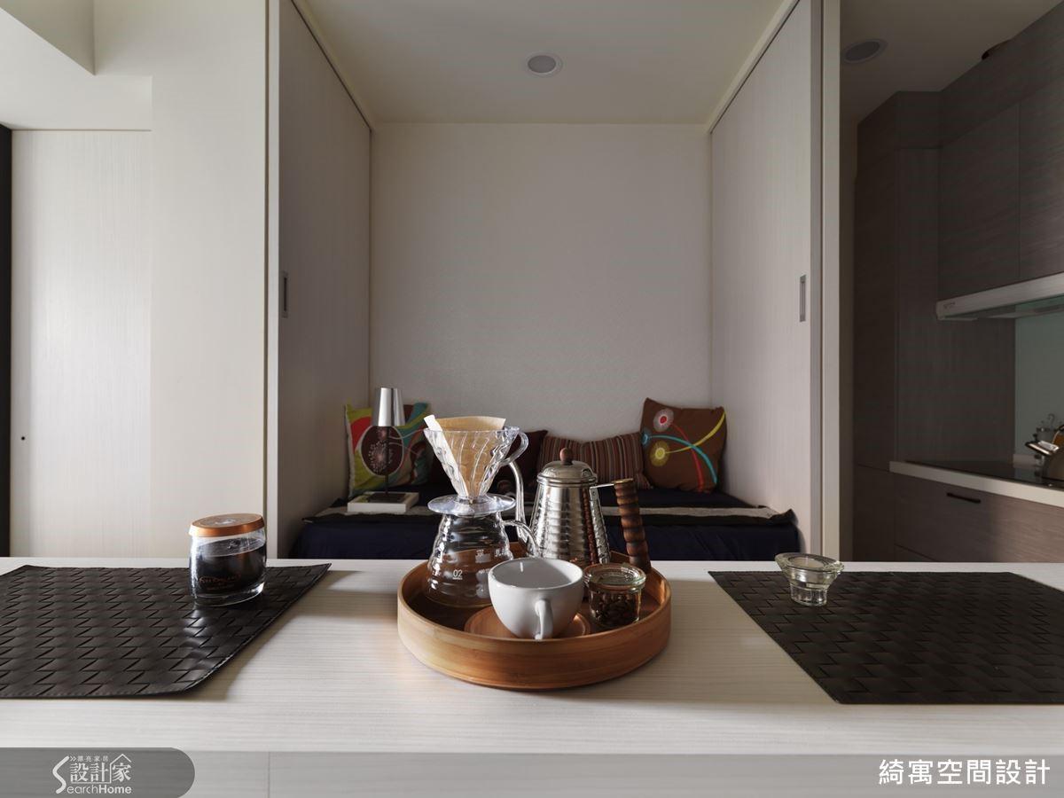 張總監為本屋案打造的小吧檯,也讓空間具有咖啡館的迷人氣質呢!