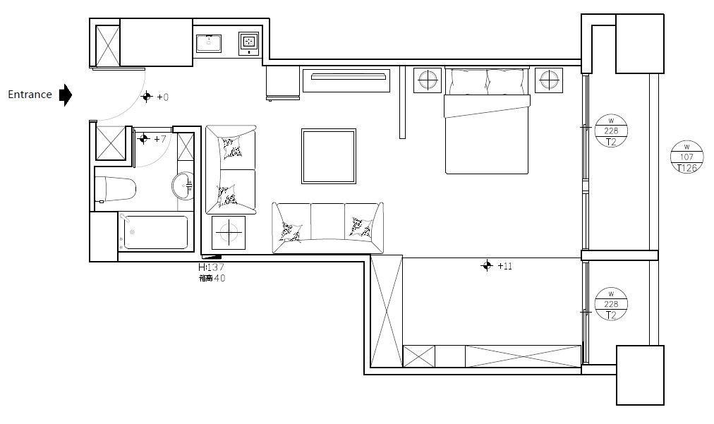 原本的格局規劃很死板,不但不易使用,且採光完全被遮蔽,讓空間感覺更狹小。