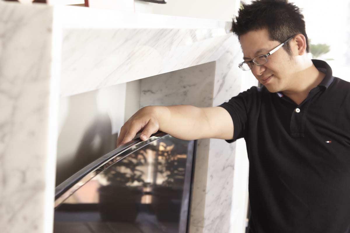 蔡昀璋設計師選擇 BenQ 曲面大型液晶55RU6600,曲線弧度的造型,在整體規劃上更靈活多元,除了讓視覺美感更柔和優雅,創造沒有侷限的舒適空間。