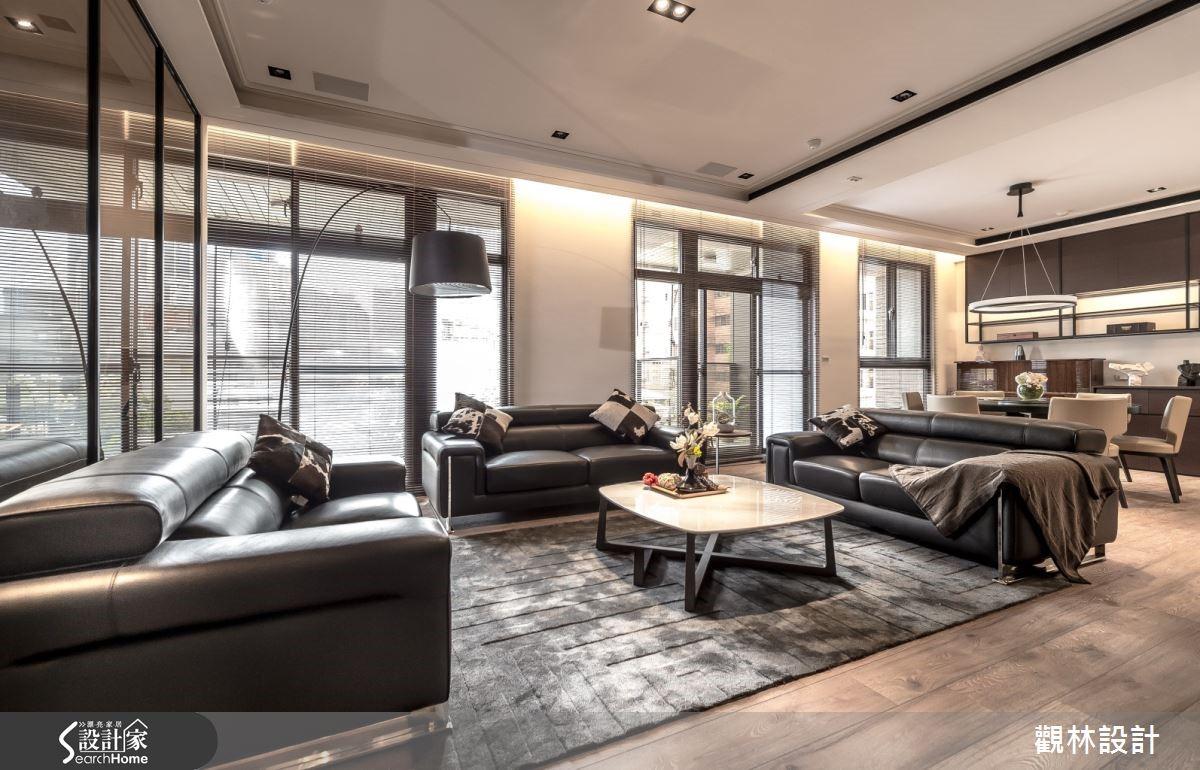 寬敞的客廳與餐廳位於家的正中央,是三代家人凝聚情感的最佳空間。