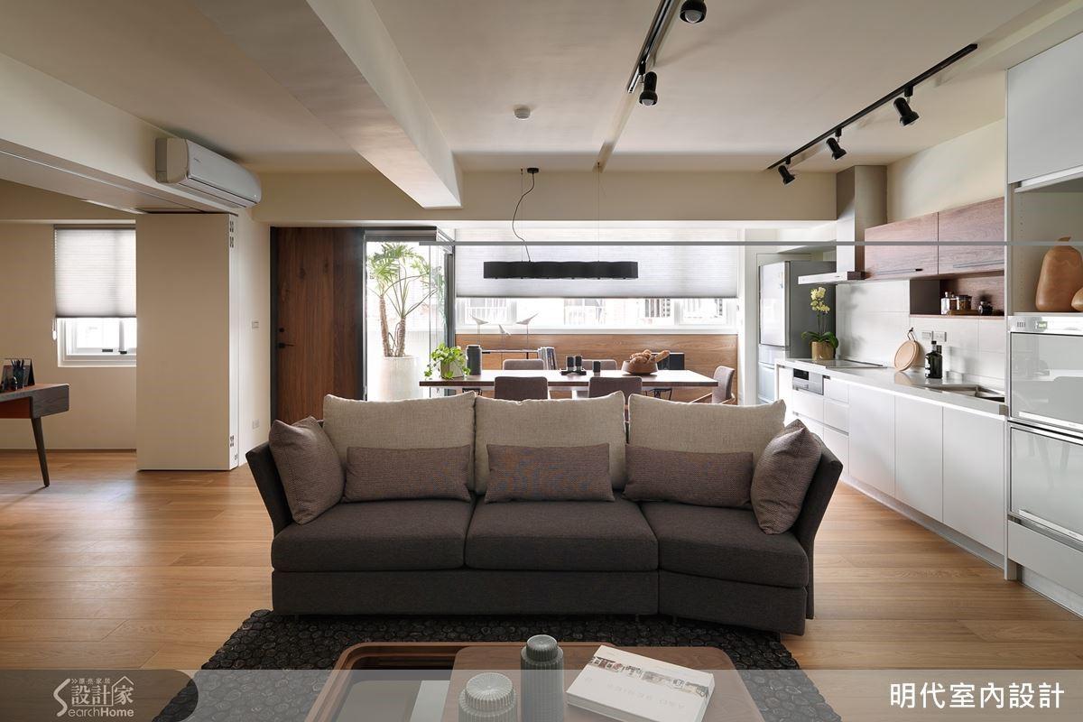 廚具延伸到客廳成為收納櫃。
