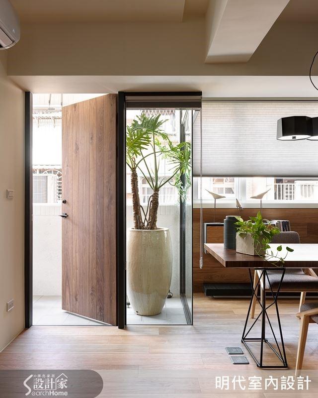 拿掉陽台鋁門窗的欄杆,落地窗讓空間感覺更通透。