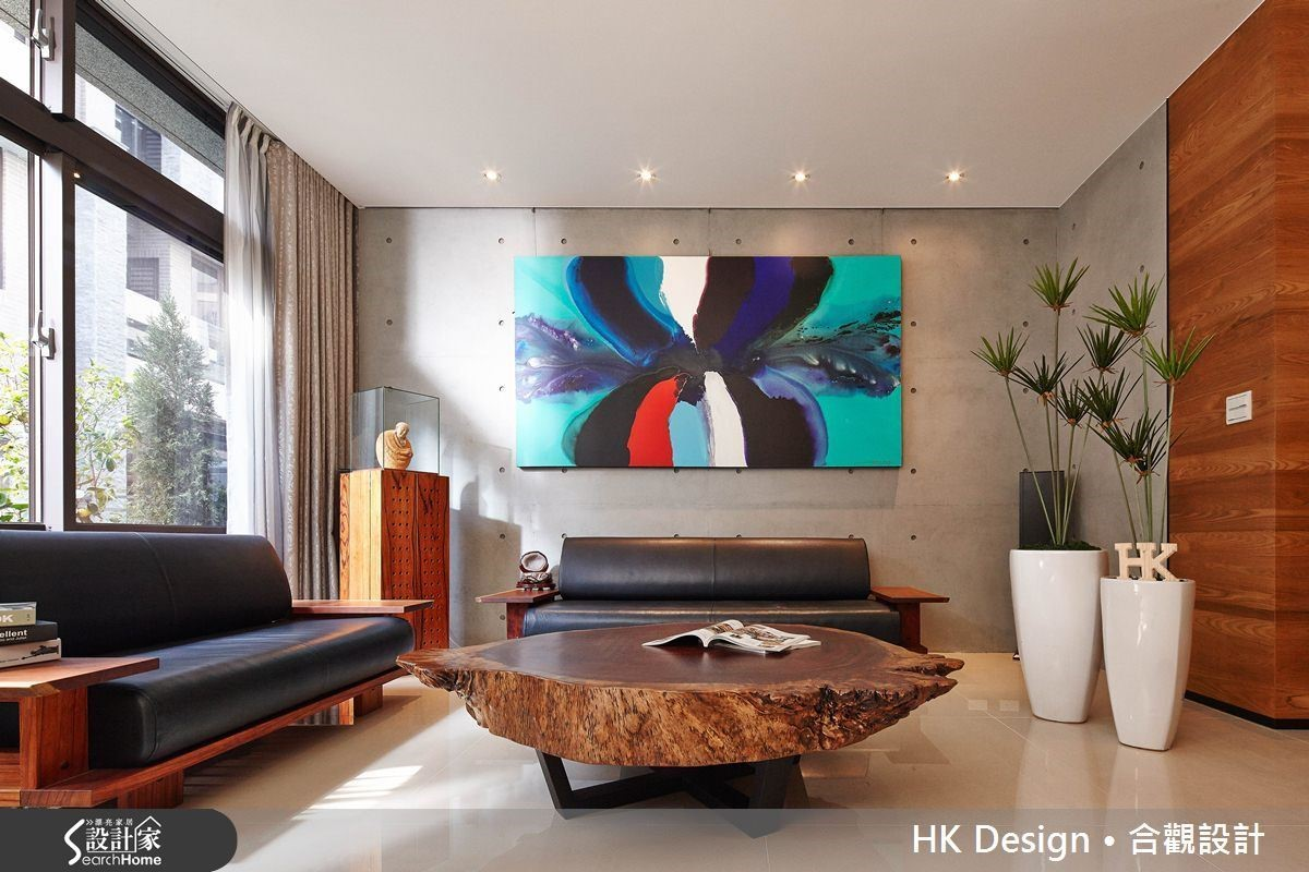 天花板使用投射燈,不做複雜的間接照明,一體感可延伸空間感。