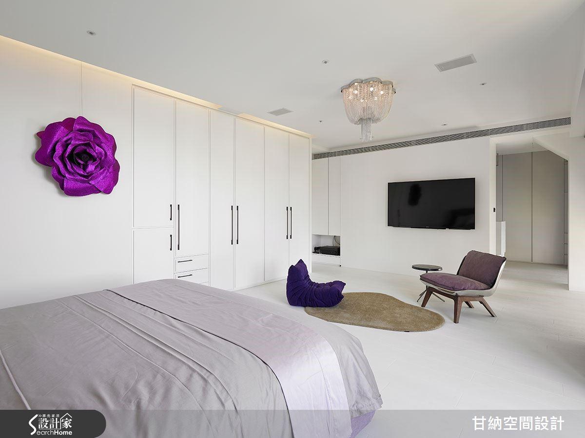 主臥室在衣櫃門片細膩層疊,簡化邊框設計,表現現代巴黎設計質感。