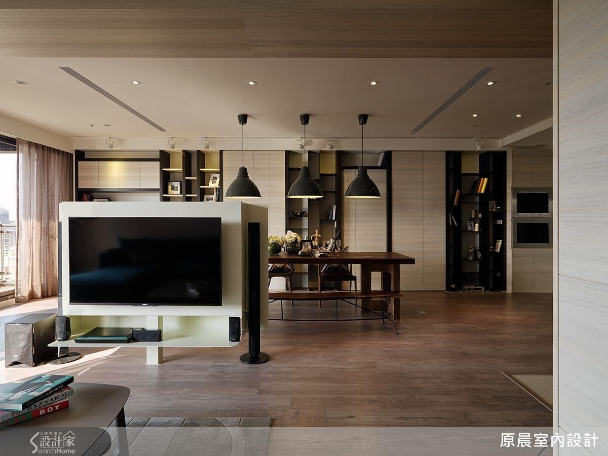 用鐵件訂製的電視牆,造型與視聽音響設備結合,中間支撐柱在地板施工前即預埋,隱藏銜接螺絲,更添輕巧感。