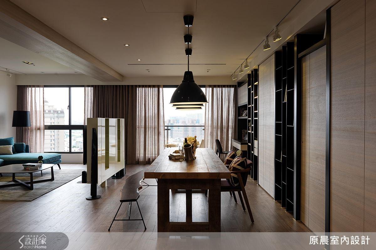 原有客廳與餐廳屬性對調,打造出以餐桌為主角的空間。