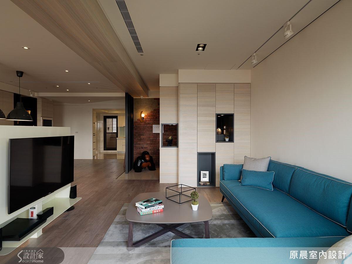 玄關櫃也支援客廳收納,使用木皮染白與入口磚牆,營造自然感。