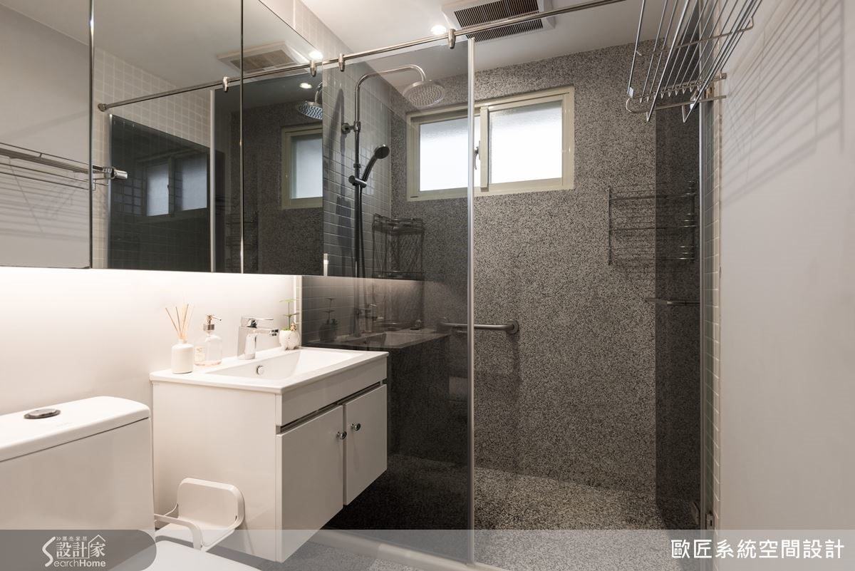 衛浴空間採取乾濕分離設計,不但讓整體設計質感提升,同時也更具安全性與便利性。