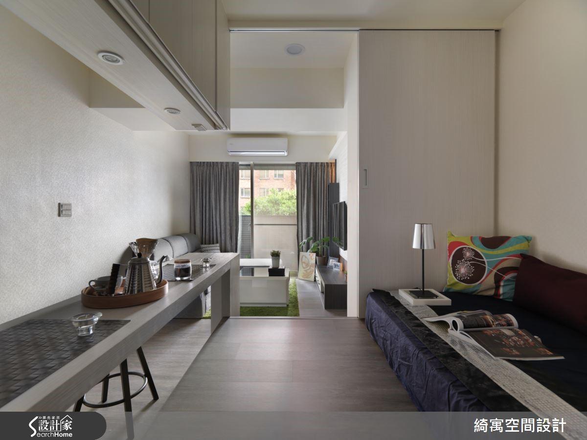 和室架高地板以及吧檯上方燈光量體均具有收納機能,讓日常的居家環境整理工作更加輕鬆不費力。