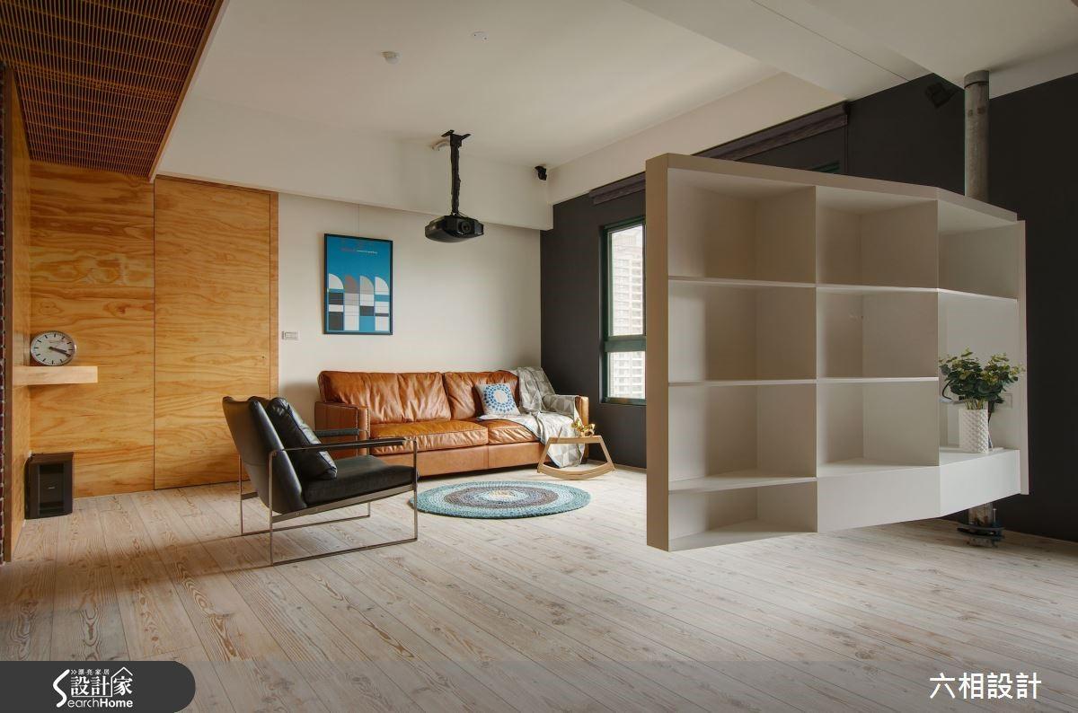 電視架後方還有豐富的收納空間,將空間使用效益發揮到最大。