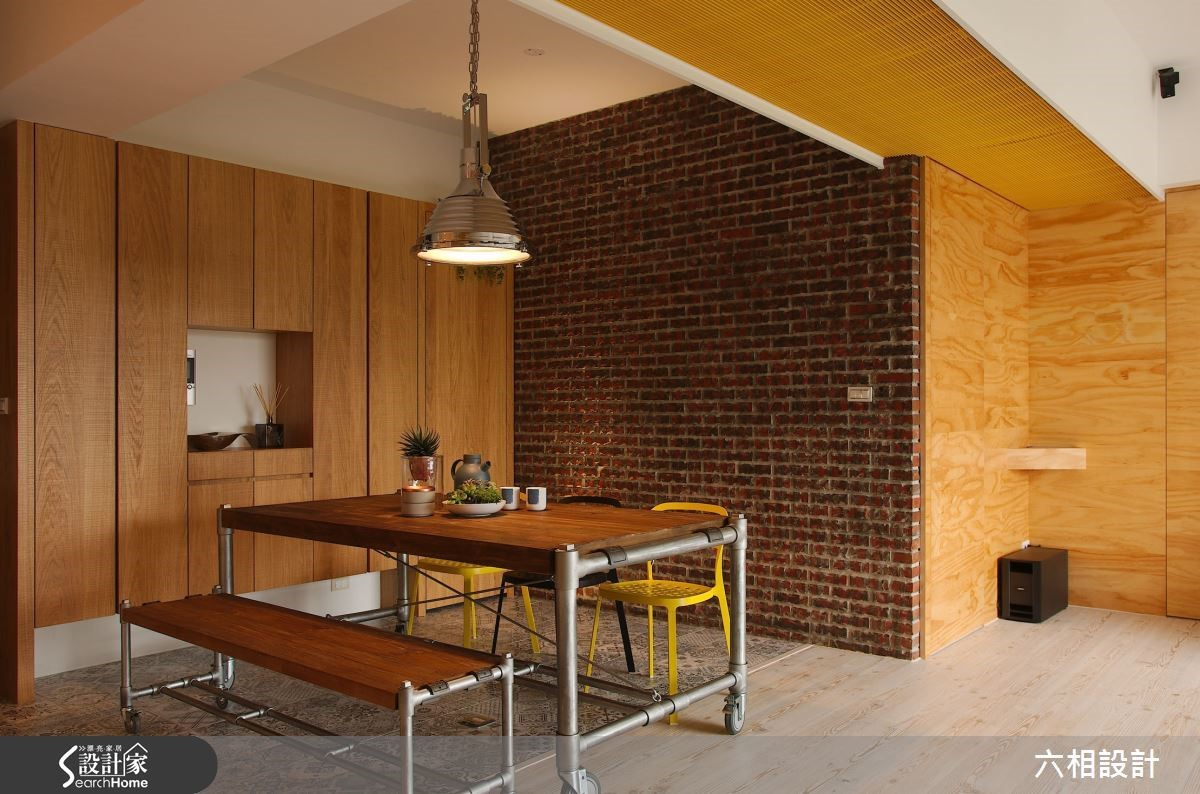 餐廳主牆面採用紅磚堆砌設計,樸實溫厚的手工質感讓用餐時光更有人情味。