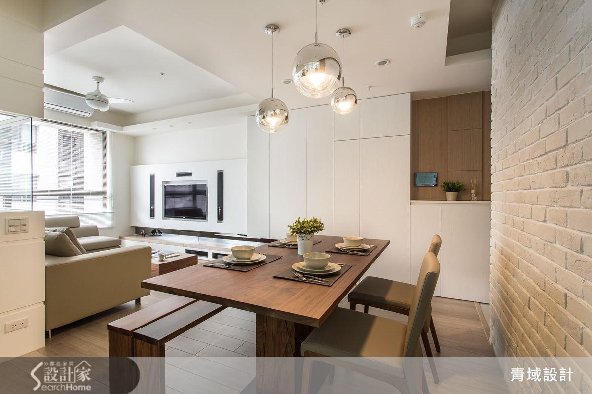 餐廳與客廳共享陽光,讓有氧活力散佈每一角落。