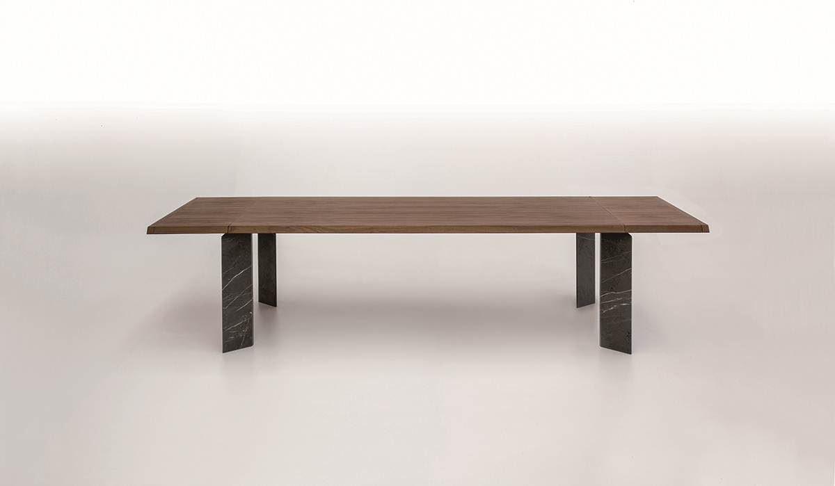 擅長運用異材質與木頭結合,以木器起家的 Tonin CASA,其新款餐桌回歸簡樸概念,加上可延伸的檯面,充分展現義式設計的實用精神。