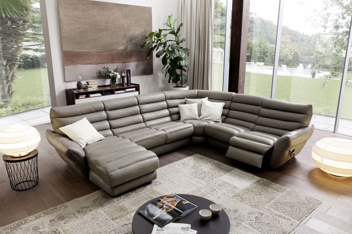 夏圖 2015 新款沙發 Orbetello 在造型上有重大突破,透過精密比例計算,推出最符合大眾人體工學的設計,專注創新與突破,是義式傢具堅持不變的設計原則。