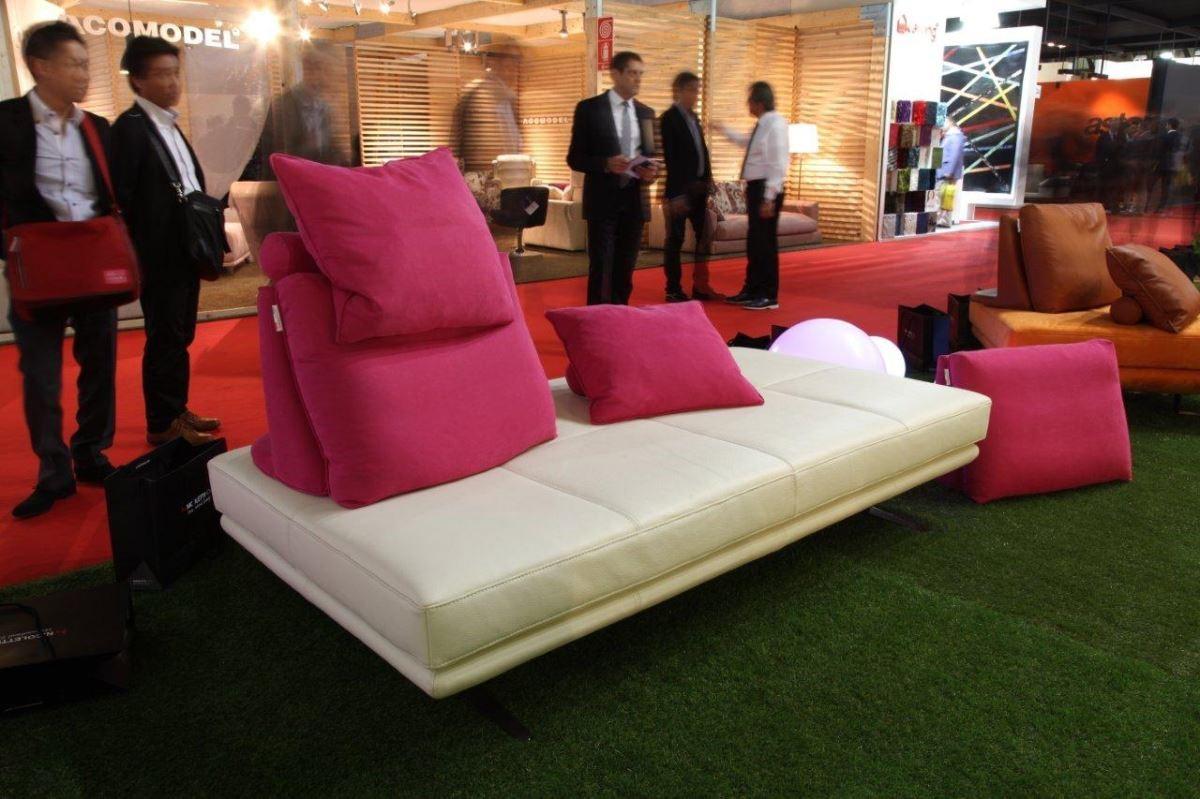 苯染皮或絨布的鮮豔傢具色彩,可讓空間增色以及材質搭配上的多元層次。