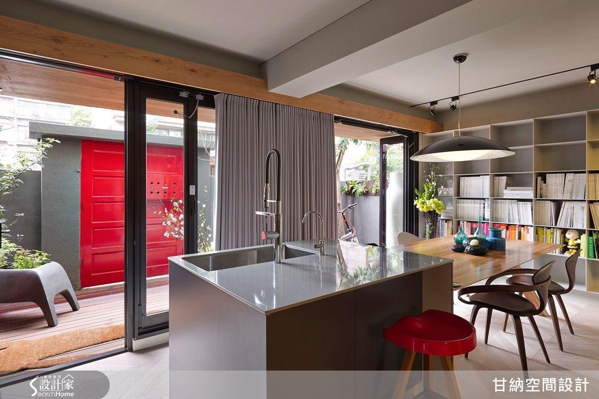 整面清透的玻璃落地門窗,讓室內外保有自由對話的流動特質。