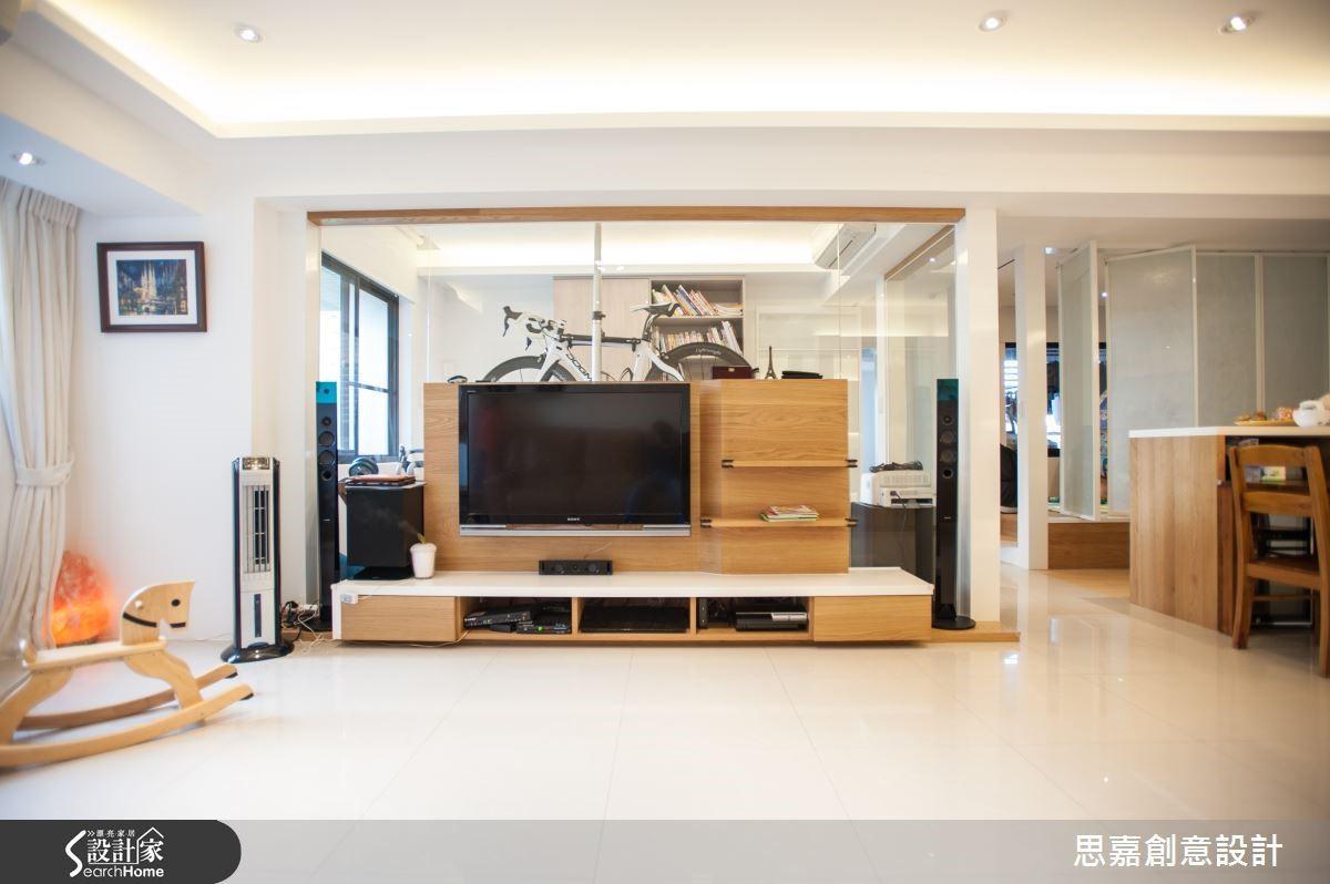 書房兼具腳踏車收納與練習的機能,讓空間使用效益加倍。