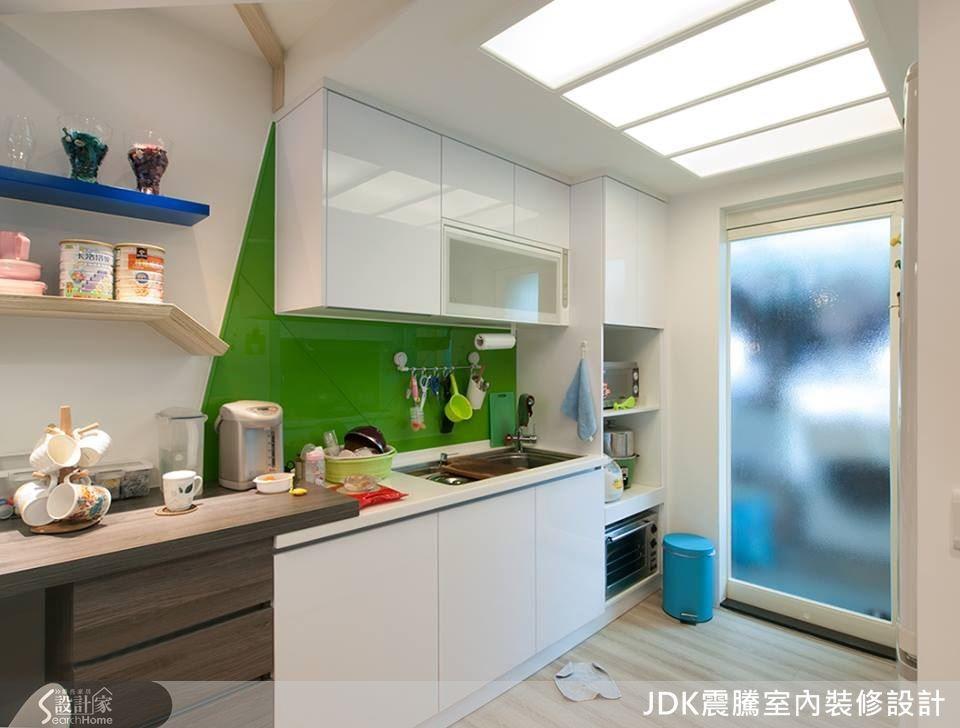 改造後廚房相當明亮,白天可以不必開燈。