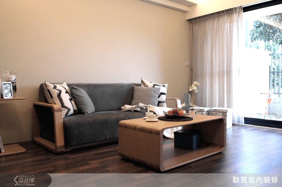 以溫潤的木材質為主軸,搭配溫和的陽光與自然微風,打造清新舒適的居家空間。