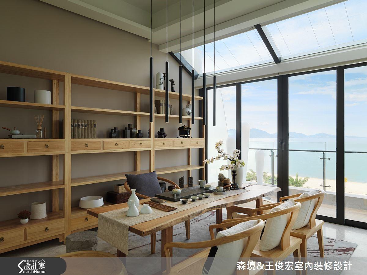 茶堂,中西相融的場域,以線條簡約的東方壁櫃、家具與隨形木桌,用淺色系調和東方濃烈,混合出別具人文風韻的西式東方茶堂。