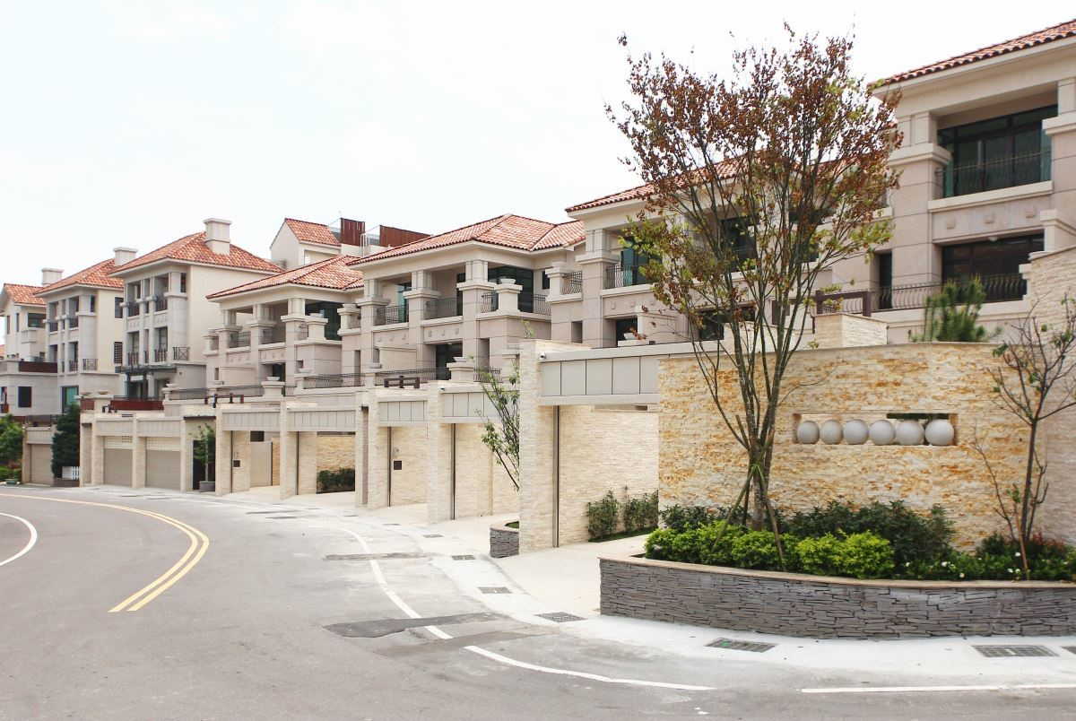 君鑑機構於2012年完工的沙鹿山水一品社區,目前已圓滿完銷,其中有近七成屋主為七年級新生代,整體社區呈現令人羨慕的年輕活力