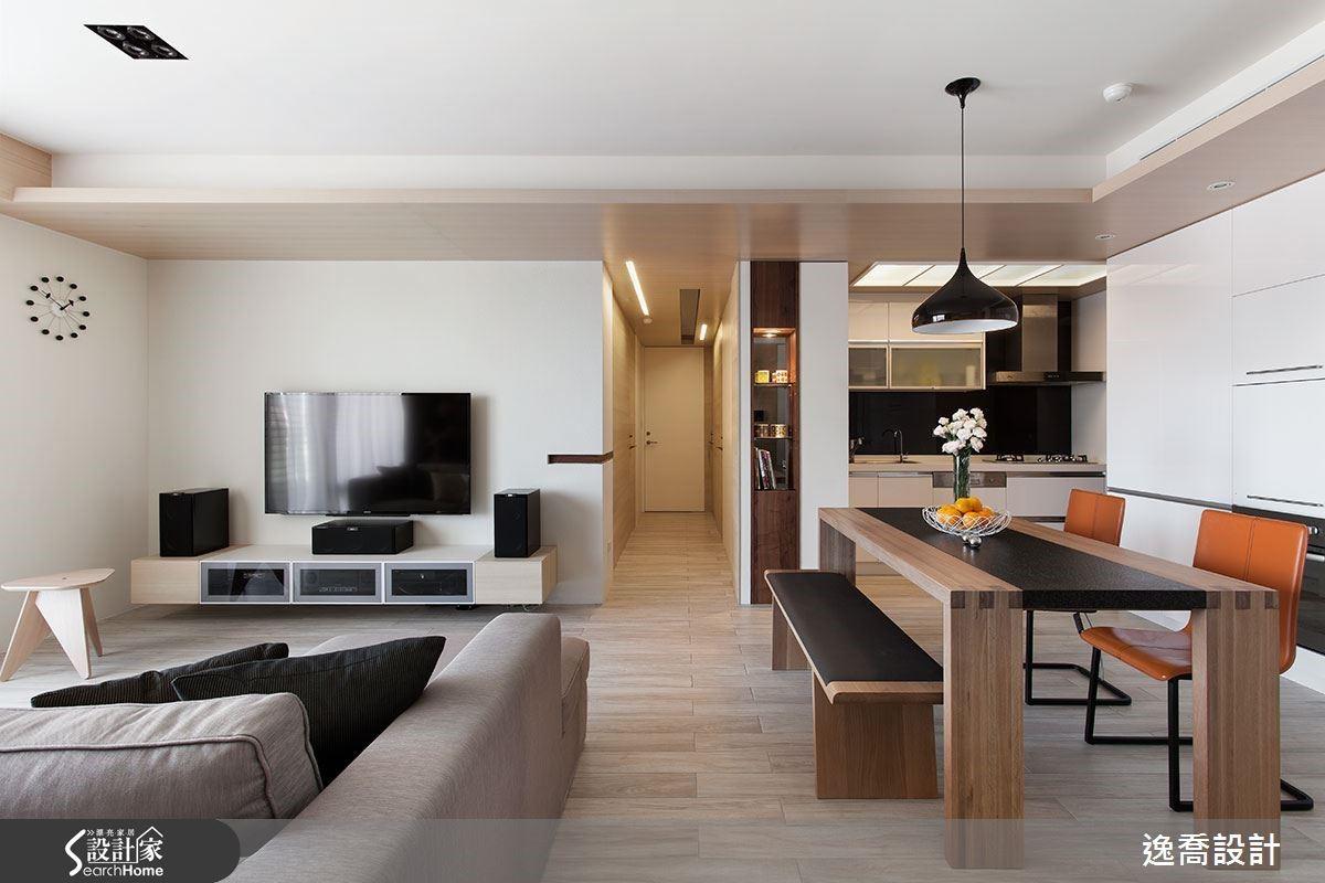 考量到格局層次感,設計師透過適當比例在廚房旁邊規劃出端景柱,讓空間具有開放性但卻不顯得鬆散。