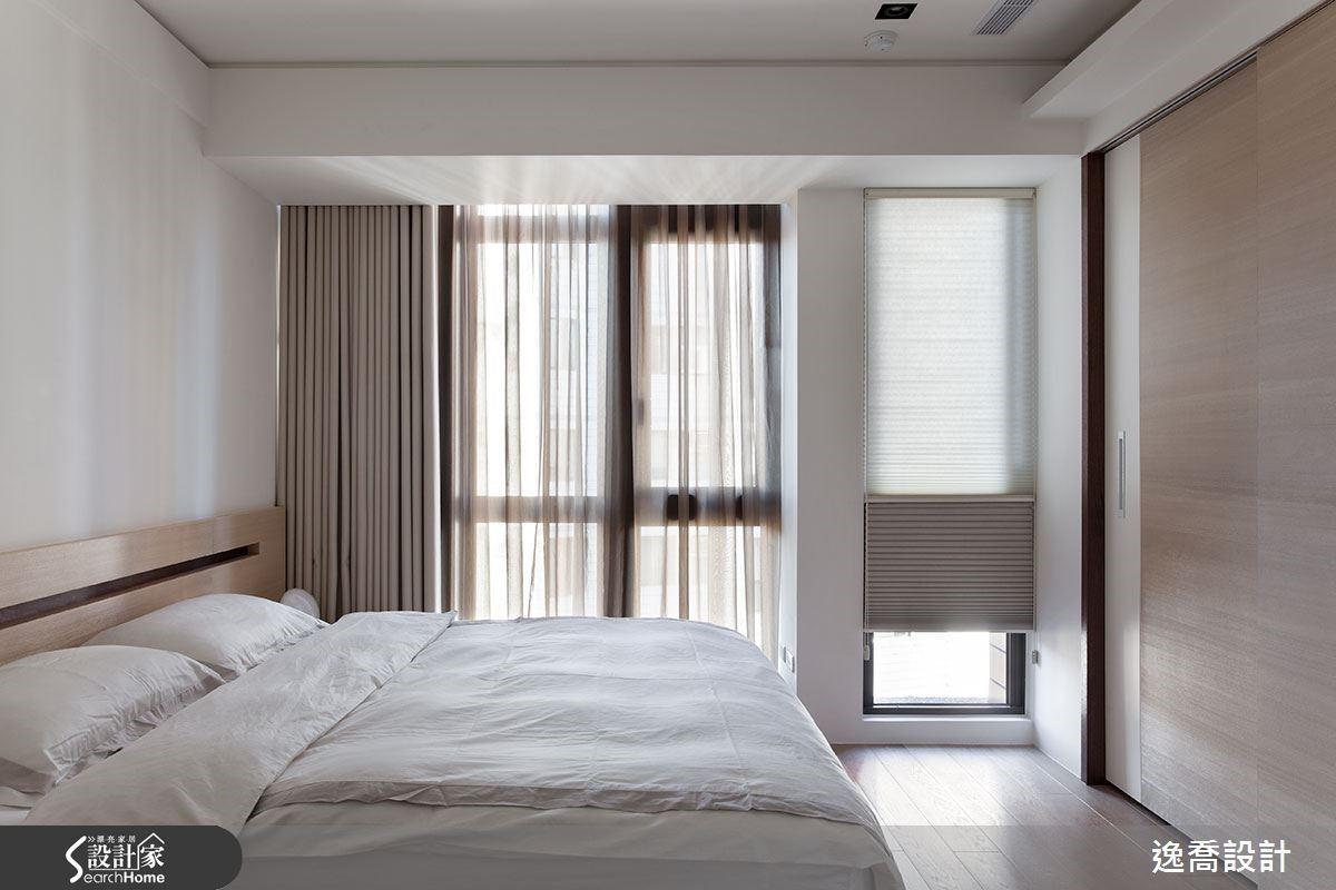 主臥室也延續了整體的舒適特質,搭配完善的收納規劃讓空間感好清爽。