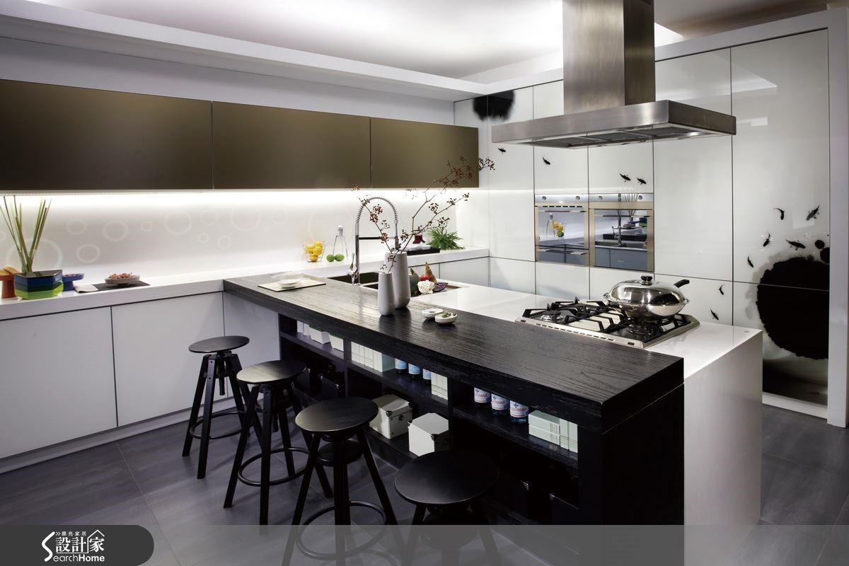 【彩繪面板】特殊工法處理,讓居家美學有千變萬化的表現,不論是風格色彩的搭配或發揮居者的創意,這個廚房是任你發揮的舞台。圖片提供_智慧廚房、設計家電視