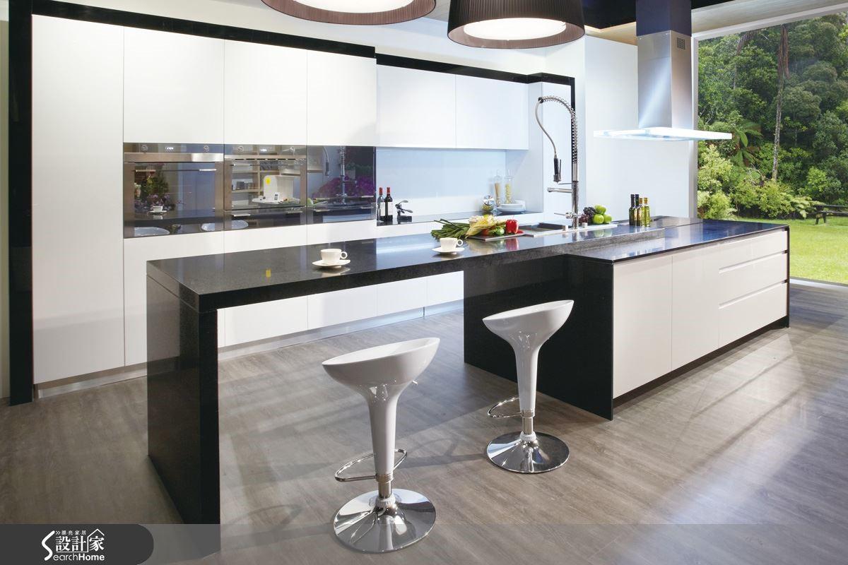 【滅菌面板】新科技滅菌板材,專利技術有多元化材質,讓清潔更輕鬆優雅,讓獨具品味與質感的家更顯風格的完美。圖片提供_智慧廚房、設計家電視